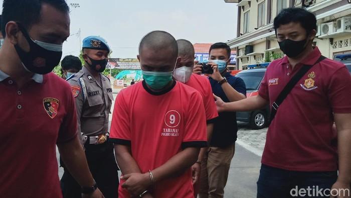 dua-orang-pria-yang-mengancam-bunuh-kapolsek-tulung-klaten-ditangkap-kamis-362021_169
